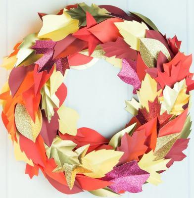 Осенний венок из бумажных листьев